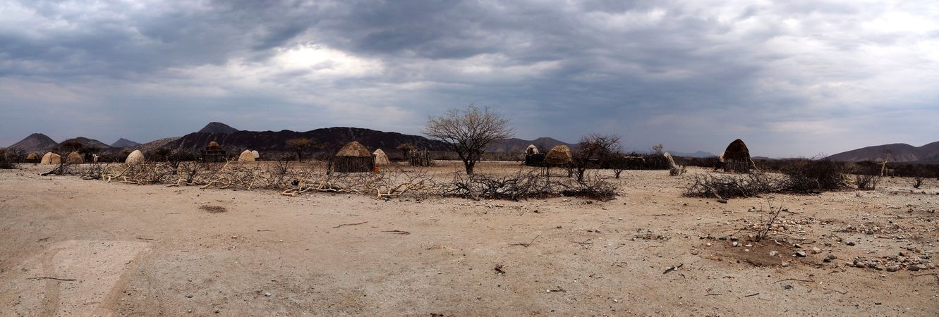namibie-20141013-5482-village-himba-panoramique.jpg