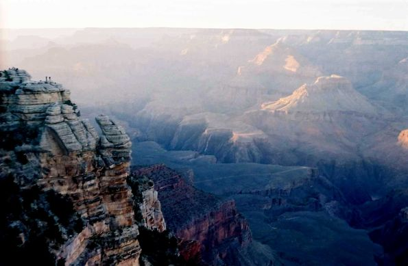 2 silhouettes face au Grand Canyon