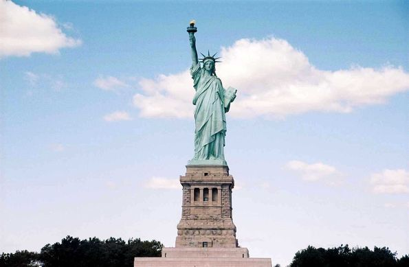 new-york-city-liberty-island-statue-de-la-liberte.jpg