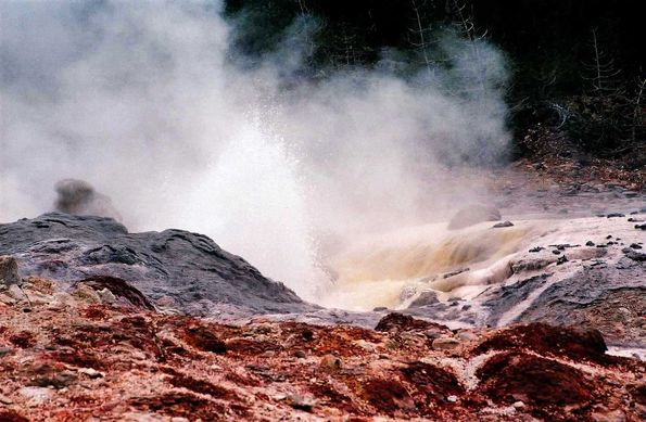 Streamboat geyser. Yellowstone.